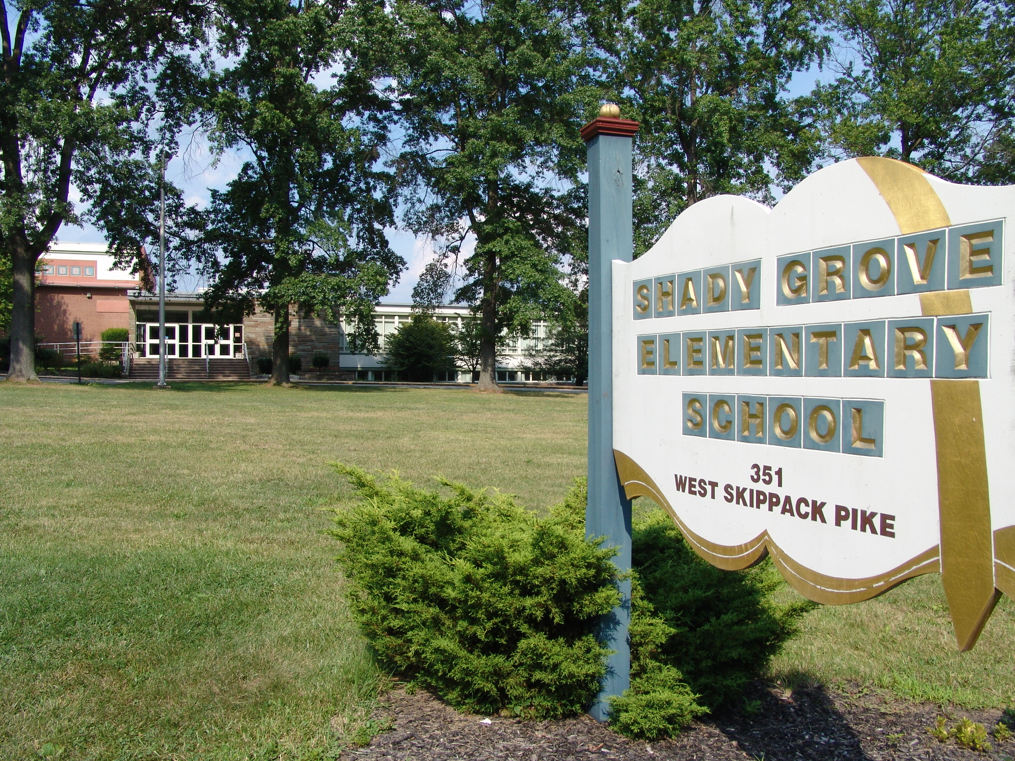 Shady Grove Elementary school building and signage